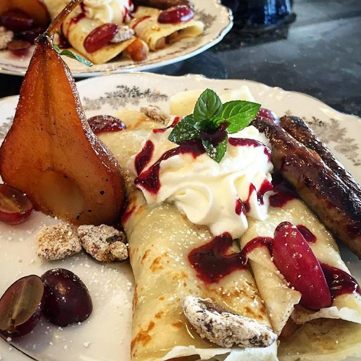 Cinnamon apple crêpes